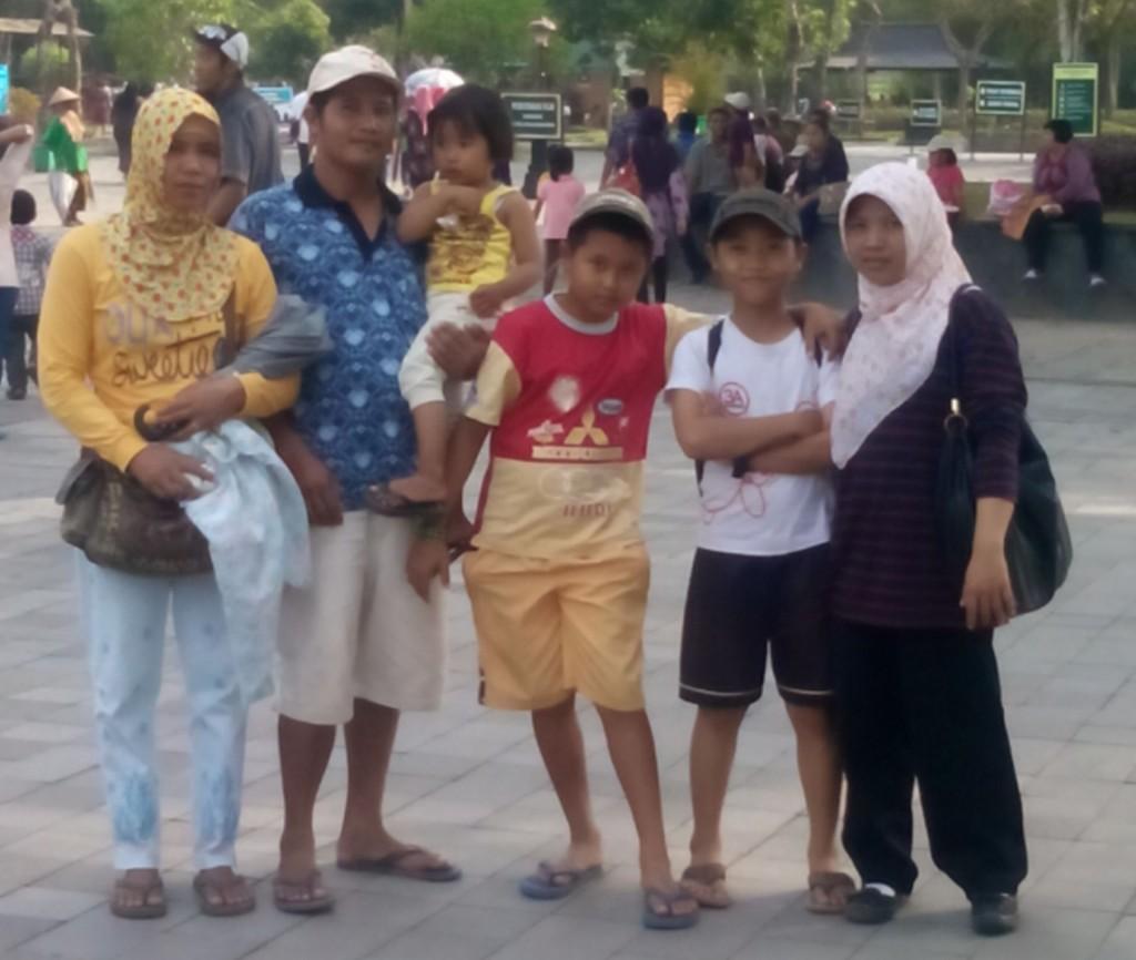 Di pelataran Candi Borobudur
