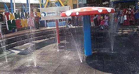 saat reopening taman air menari