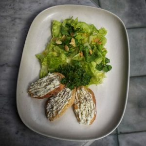 Mountain green salad with home-made goat cheese
