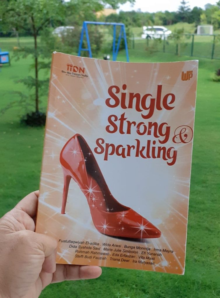 giveaway buku single strong and sparkling