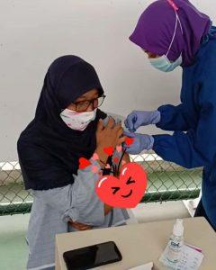 penyuntikan vaksin covid-19 dosis 2